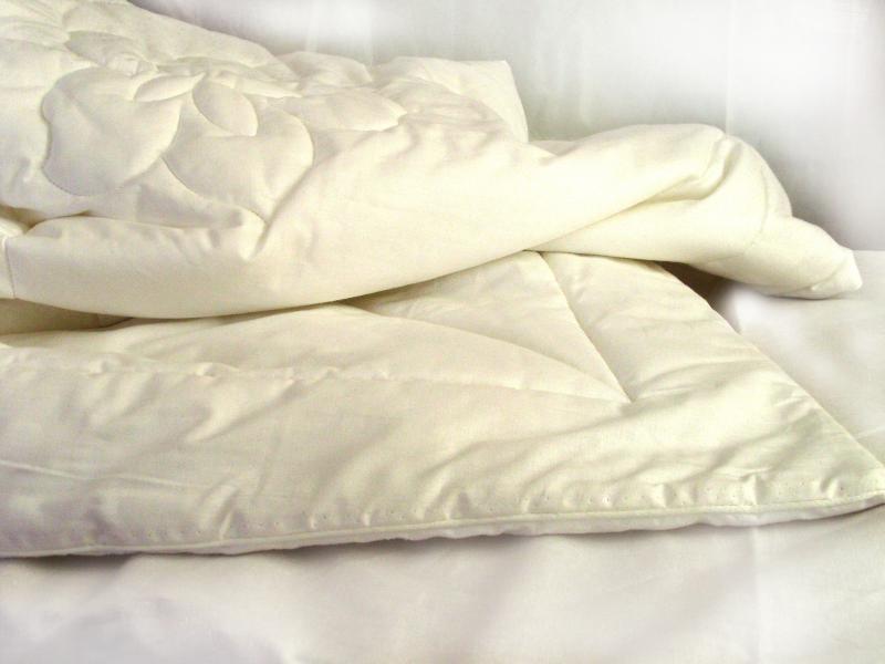 Пошив одеяла из овечьей шерсти